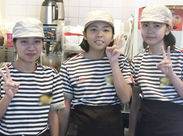 私たちと一緒に、明るく&楽しく働きませんか??皆おそろいの制服を着て、頑張っています♪