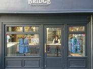 【ブリッジ】は、大切な洋服をクリーニング、リフォームによって、新しい洋服への架け橋となってリフレッシュするお店です◎