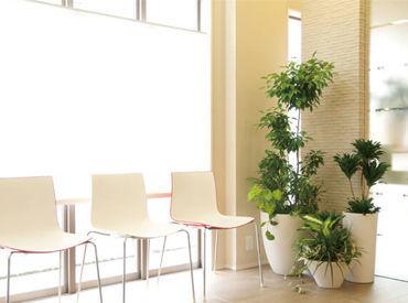 明るく対応できる・花や緑の好きな方大歓迎! もちろん、知識は不要です★ 社員や先輩が丁寧にお教えします!
