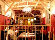 """眠らない街:渋谷の""""異空間""""。宇田川カフェ""""suite""""は、今夜もたくさんの笑顔を話し声でにぎわっています!"""
