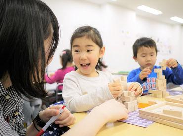 4~12歳の子どもたち8名前後を担当。 解き方だけでなく勉強の面白さを伝えるお仕事♪笑顔で〇つけをお願いします!