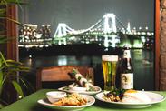 オーシャンビューの店内はスタッフにもお客様にも大人気! 日本人にも馴染みやすいエスニック料理を提供しています♪