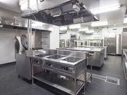 \この度、当院で給食調理を始めました/ できたばかりのピカピカな調理場・新しいスタッフ等…この秋から一緒に働きませんか?